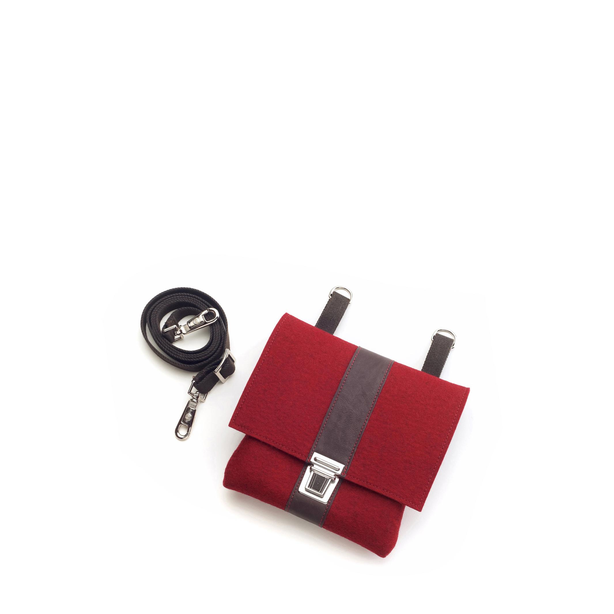 Handtasche Kleine Saskia in der Farbkombination Kirsch-Braun